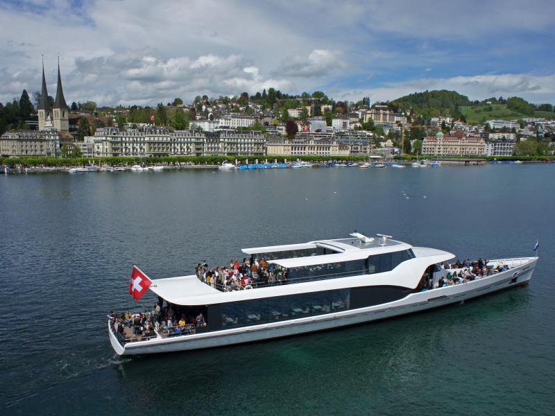 Cruise on the panorama-yacht Saphir - 1h