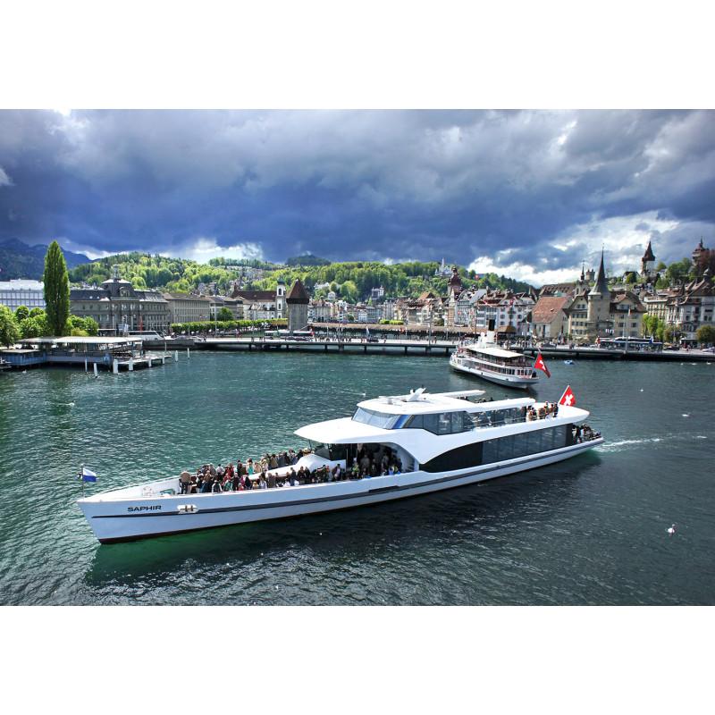 Ticket 1-stündige Rundfahrt mit Panorama-Yacht Saphir mit GA oder Halbtax-Abo